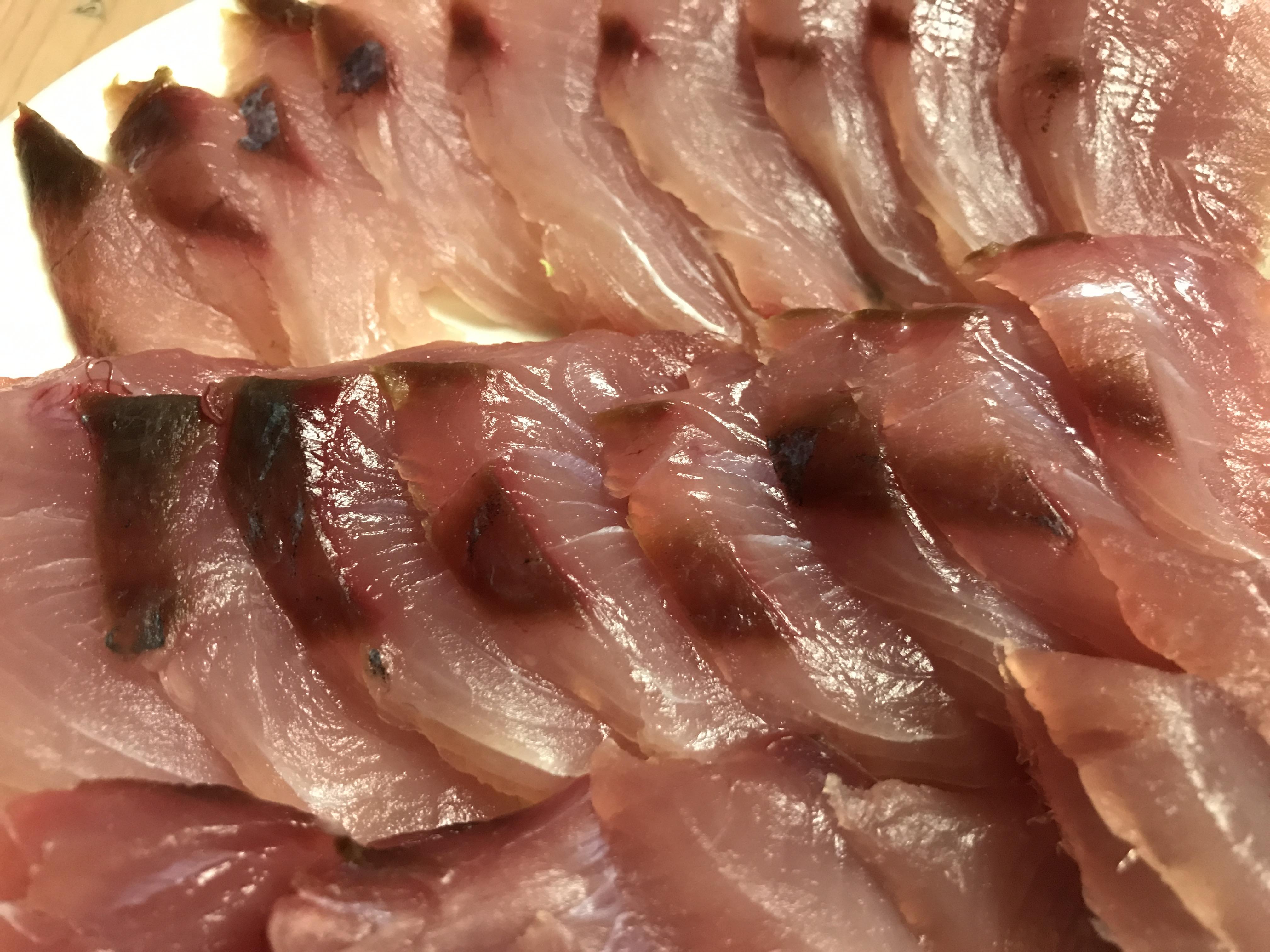 大分で釣ったブリ ヘタクソ料理で肴に一杯。